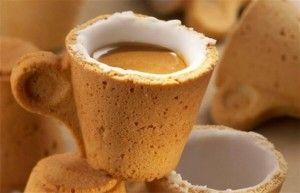 Keks-Espressotasse mit Zuckerbeschichtung