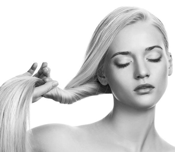 Vous rêvez de beaux et longs cheveux ? Il n'y a plus qu'à tester ces 8 produits qui font pousser les cheveux plus vite.