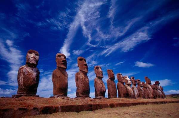 MOAIS DE LA ISLA DE PASCUA. Chile.