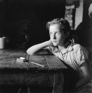 ΒΟΥΛΑ ΠΑΠΑΙΩΑΝΝΟΥ-Το έργο της αντανακλά την δύναμη και το ψυχικό σθένος του απλού ανθρώπου ,τον καθημερινό του αγώνα για επιβίωση και την δίψα του για ζωή.