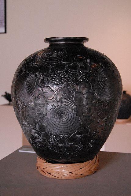 Barro Negro Vase by Teyacapan, via Flickr