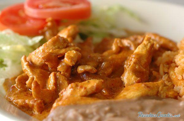 Aprende a preparar pechugas de pollo al chipotle con esta rica y fácil receta.  La salsa elaborada con chile chipotle es ideal para acompañar todo tipo de carnes,...