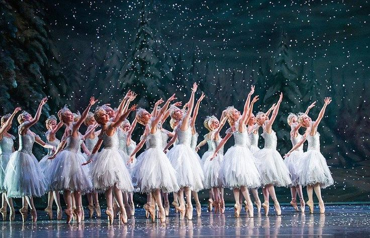 Το βασιλικό μπαλέτο της Αγγλίας ξεκίνησε τις παραδοσιακές Χριστουγεννιάτικες παραστάσεις του Καρυοθραύστη, στο Covent Garden του Λονδίνου.