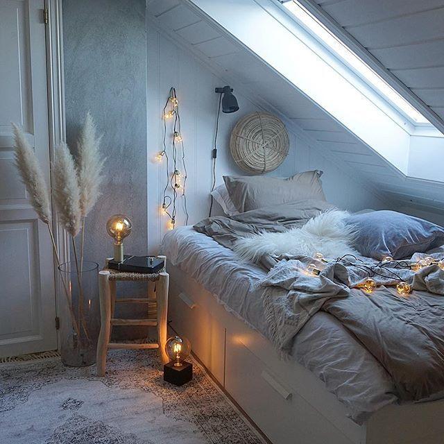 Bedroom style🍂  Annonse//Så herlig å finne masse ny lekker belysning til en gunstig pris hos @clasohlsonnorge Det satte stemningen på vår datters soverom🍂✨👌🏻 ____________________  #clasohlsonnorge #clasohlsson #kampanje #belysning  #bedroom #bedroomdecor #bedroomlights #interiorwarrior #interiorismo #interior #finahem #interior_september #interior_magasinet #boligpluss #interior123 #interior4all #interiorstyling #autmninspiration #autumn #høstinteriør #høst #innekos #innehygge #soverom…