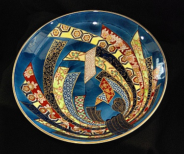 Japanese Charger by Gold Imari