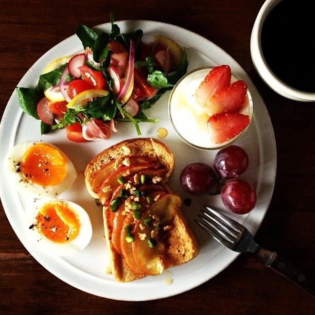 Todays breakfast. Sauteed Apples パスコのメープルナッツブレッドに焼いたリンゴ&メープルシロップ。 - @keiyamazaki- #webstagram