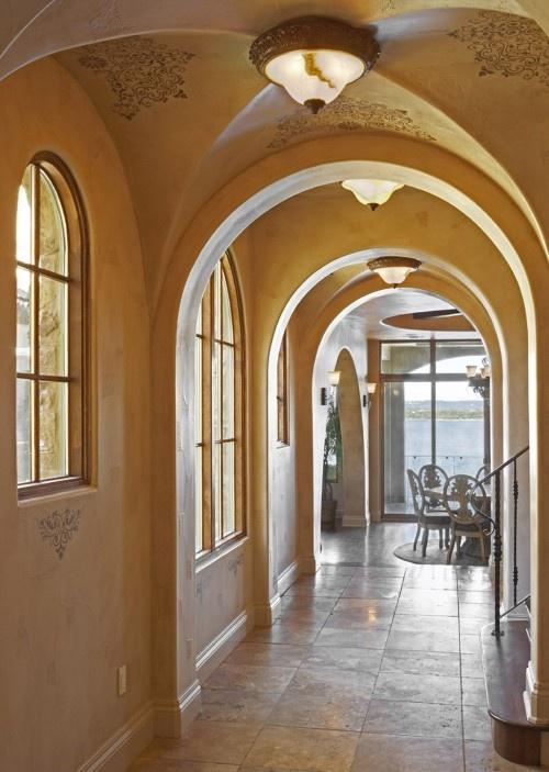 窓と下がり壁のRが優しい感じ