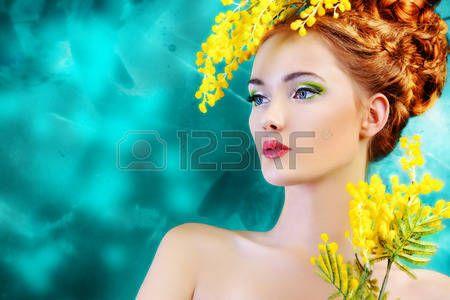 Ritratto di una bella ragazza con i fiori di mimosa photo