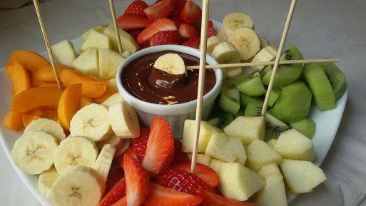 Fondue de chocolate con fruta fresca