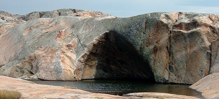 The Cathedral, a vertical pothole on the island of Herføl in Hvaler, Norway - Photo: Morten Olsen