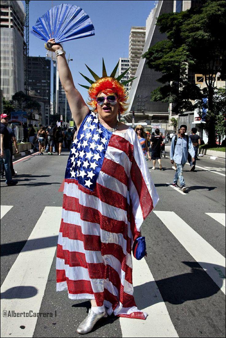 """Brasil: Parada Gay de Sao Paulo; piden acabe prejuicio y ley contra la discriminación. """"Desfile del Orgullo Gay 2014""""  http://www.albertocarrera72.com.ar/2014/05/brasil-parada-gay-de-sao-paulo-piden.html           #Brasil #SaoPulo #GayParade #Gay #Homosexual #LGBT #Bisexual #OrgulloGay #DesfileGay"""