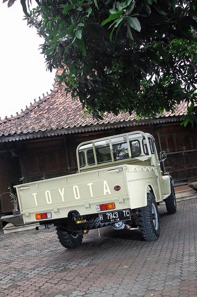 Beautiful FJ45 Land Cruiser Pick Up