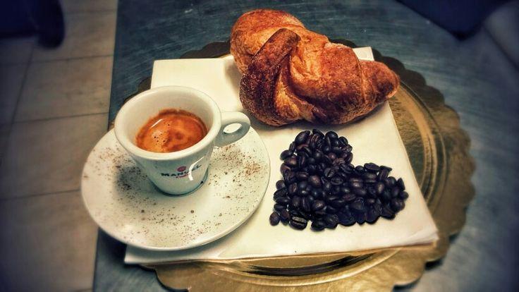 #coffee #caffè #brioches #cornetto #italy #italianbreakfast #colazione #artistic #hungry