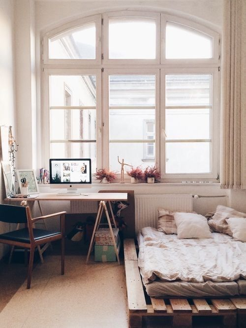bedroom - bright room - natural light - windows - okna - naturalne światło - jasne aranżacje - okna dostępne w ofercie sklepu internetowego http://www.grubek.pl