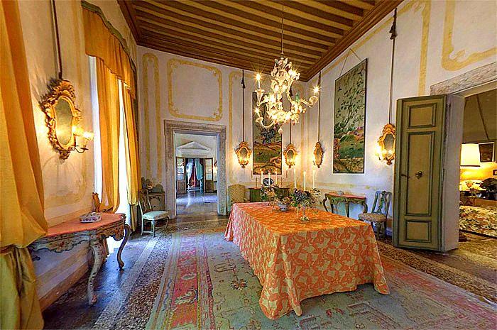 #Ca' #Marcello: Il fascino segreto della vita di villa, dove i nobili proprietari vivono e accolgono gli ospiti da 5 secoli... Visita la #villa e il #parco storico www.camarcello.it