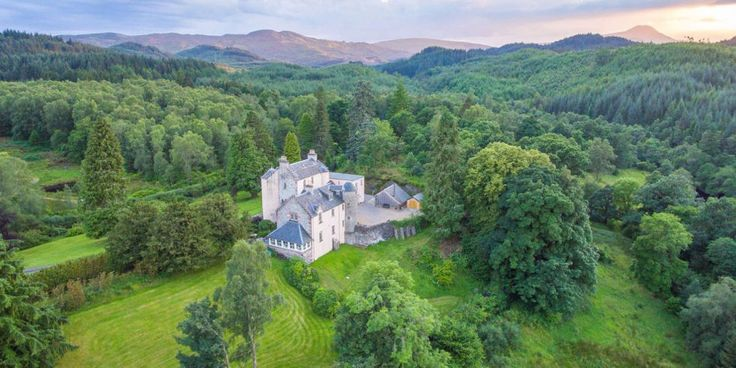 Live out all of your Outlander fantasies in this16th-century castle in the Scottish countryside. If you don't have several million to spend on this castle (Imean,who does?),you can still pretend like you own it at least for a night or two:thecurrent ownersstillrun it as a B&B.