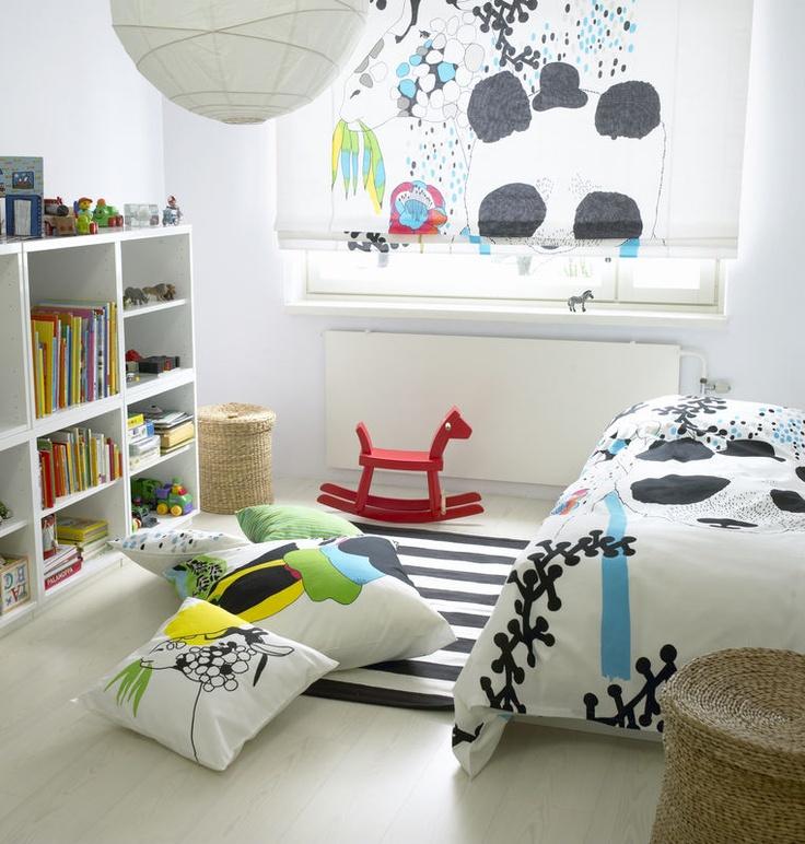 Kitaplarını yerleştirmeyi öğrenmek ve oyun bitiminde odayı toplamak iyi birer kazanım olabilir. Kids Rooms www.lacasitademartina.com