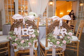 grapevine wreathes for bride and groom chairs pink roses and baby's breath