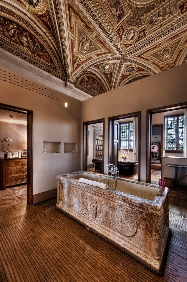 Il Salviatino antique bathroom