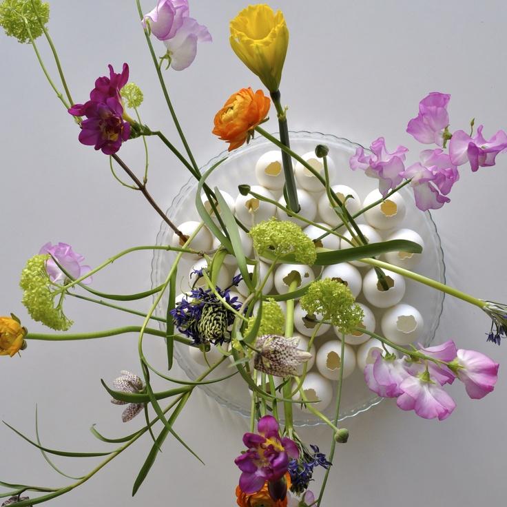 Easter flowers by Lisbeth Dahl and Maja Maagaard #Easter #Flowers #Pretty #eggshells #DIY