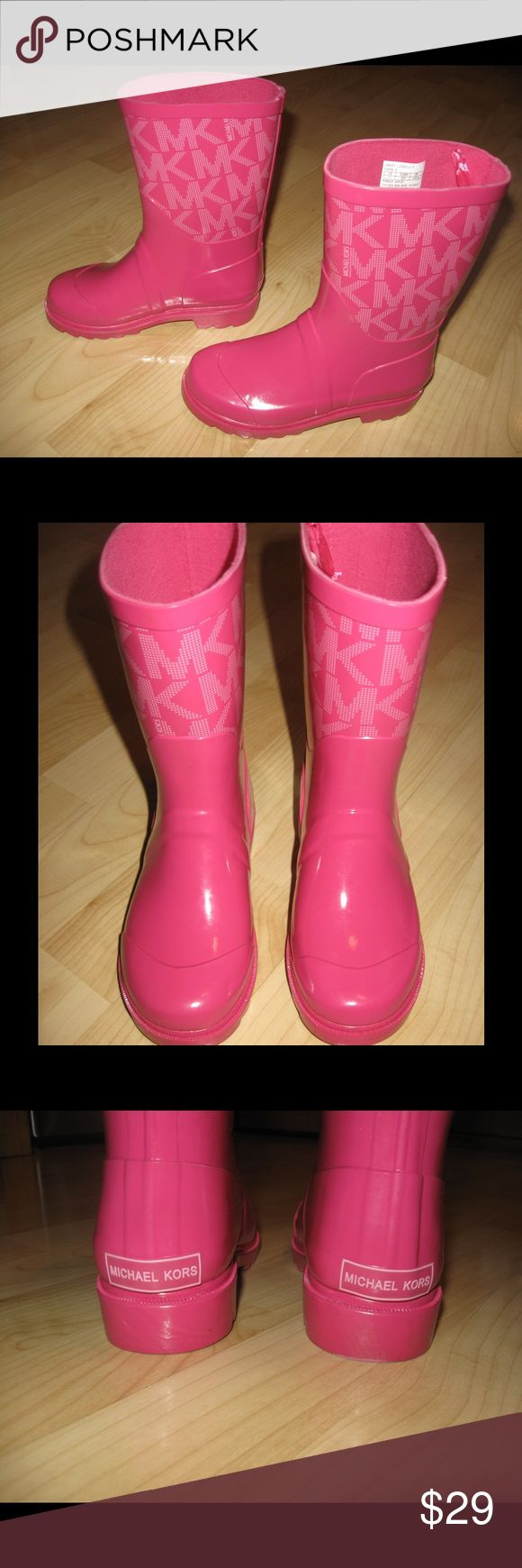NWOB Michael Kors Daisy logo rain boots Girls MK logo pink rain boots. Never wore!                                                       Ask any questions! 🚫Trades 🚫Paypal ✅Bundles 🐶Pet free MICHAEL Michael Kors Shoes Boots