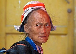 Linda De Volder Gejia portrait  China. Guizhou.  Qiandongnan Miao and Dong Autonomous Prefecture.     Traveling from Kaili to Guiyang.  Market in Longchang     Longchang is a small town, northwest of Kaili. Friday is big market day with lots of local Miao and Gejia minority people.