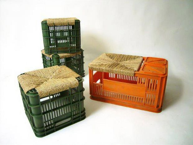 Cassette di plastica da frutta .. Riciclate in comode sedute da esterno..