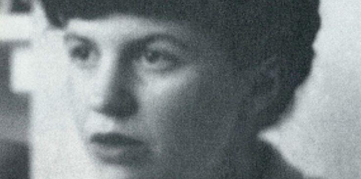 Sylvia Plath (27 octobre 1932 - 11 février 1963) est une écrivaine américaine. Elle écrit ses premiers vers à huit ans. À dix-sept, elle conduit son apprentissage de poétesse avec autant de rigueur que de passion. L'auteur de La Cloche de détresse fascine, elle qui flirte avec la folie, comme Virginia Woolf et tant d'autres. Son suicide à l'âge de trente ans la transforme en véritable symbole, en « suicidée de la société des hommes ».  L'écriture poétique de Sylvia Plath se mêle ...
