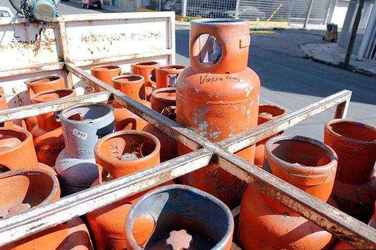 Gas doméstico presenta aumento desmedido del precio El desabastecimiento del gas licuado de petróleo disparó el precio de las bombonas de gas, aseguraron fuentes del sector  http://wp.me/p6HjOv-4cG ConstruyenPais.com