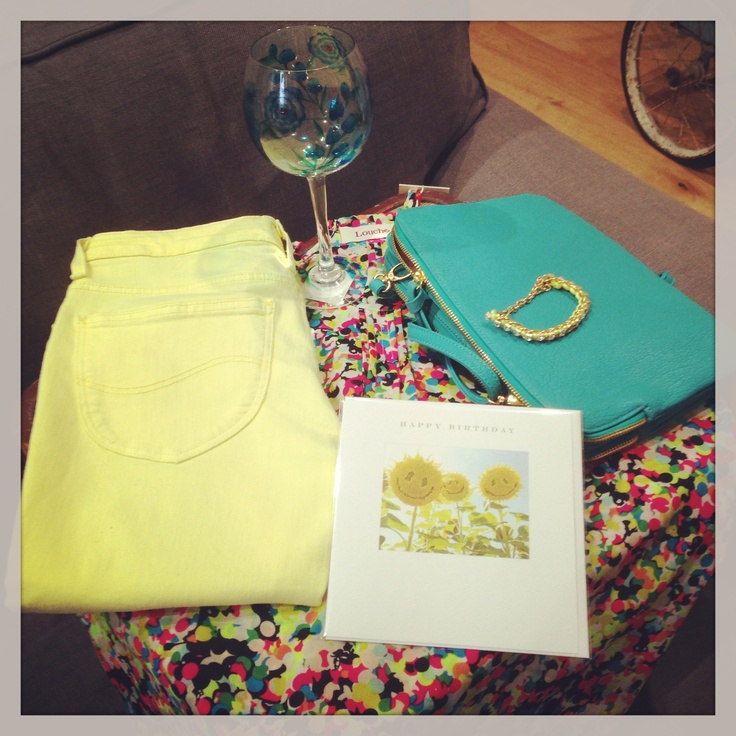 Why not bring out the yellow and turquoise in this top by pairing it with Yellow Jeans and a turquoise bag.