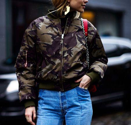 Moda uliczna na NYFW jesień-zima 2016/2017 Street style New York Fashion Week outfit camo bomber jacket
