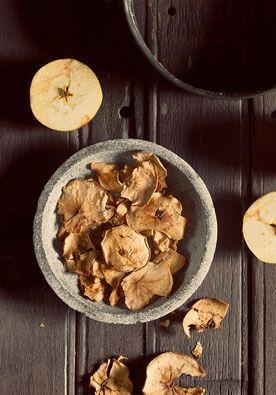 Recept appelchips DIY | doe het zelf Heel gezond en ook nog eens lekker, daar houden we van! www.twoonhuis.nl