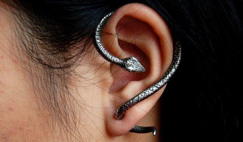 snake wrap earring. buy it here: http://www.gothicplus.com/jewelry-sterling-silver-gemstone-more/earrings-earcuffs-earwraps-jewelry/temptation-snake-ear-wrap-alchemy-gothic-e234