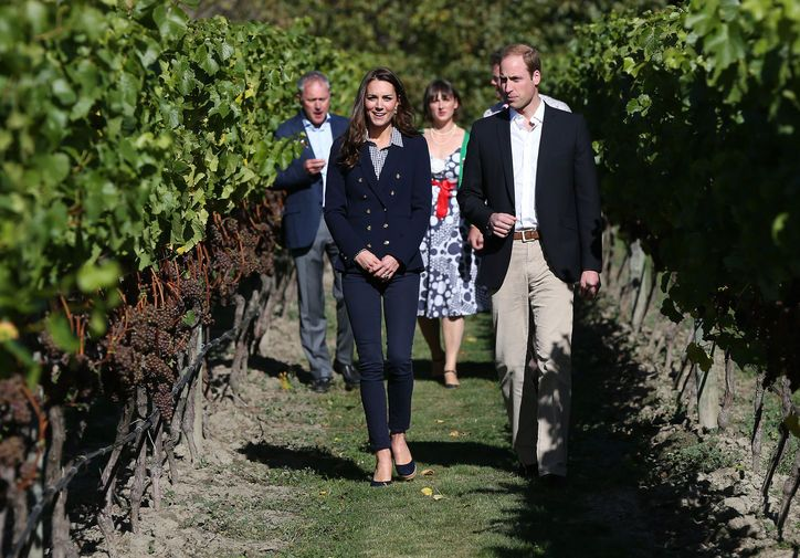 Kate Middleton in Zara and Gap Final stop on Sunday: the Amisfield Winery in Queenstown. Kate changed into a Zara blazer and skinny jeans she's previously worn. But she switched out the Breton shirt for a fitted gingham button-down from the Gap.