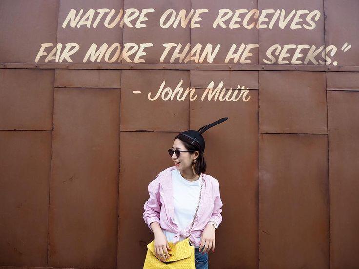 めっちゃ笑ってるこの写真 実は隣にいた素敵なおばあ様が笑わせてきたの ロサンゼルスで出会った人々はみんなキラキラした笑顔だった #disney#disneycaliforniaadventurepark#california#oswald#losangeles#los#mickey#carsland#code#coodinate#fashion#denim#motherdenim#uniqlo#uniqlou#ディズニー#ディズニーカリフォルニアアドベンチャー#カリフォルニア#オズワルド#ディズニーコーデ#ロサンゼルス#ロス#卒業旅行#デニム#マザー#ユニクロ#コーデ#コーディネート#ファッション#タビジョ#genic_mag#カーズランド
