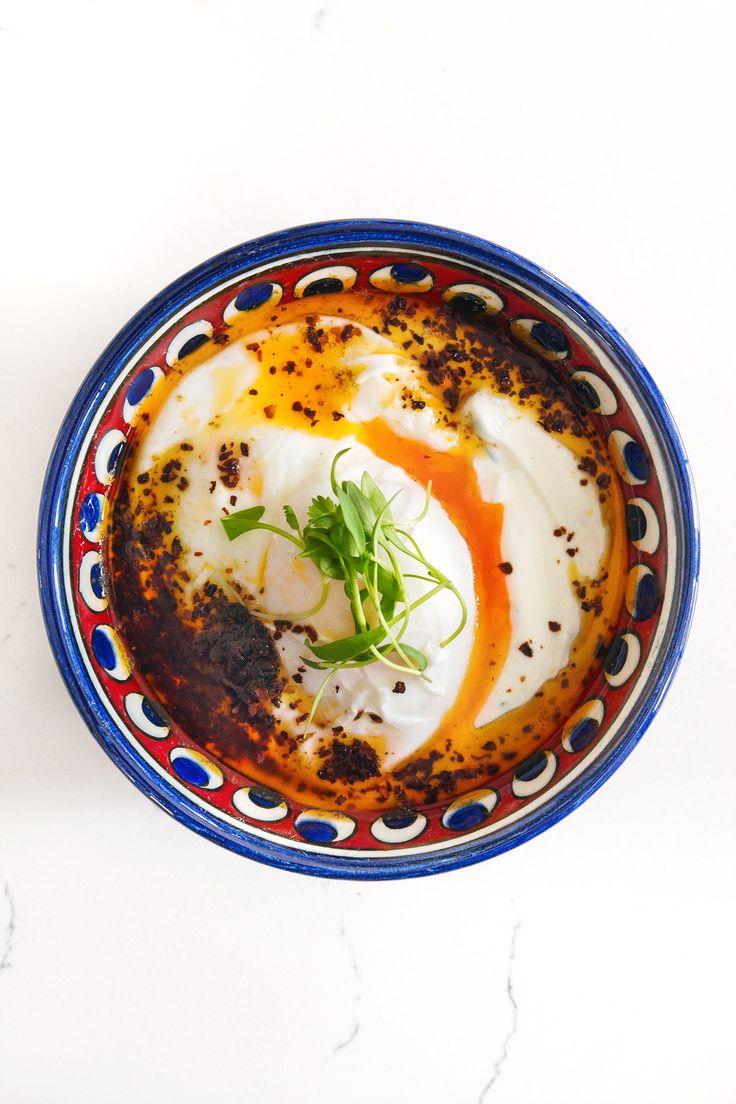 Turkish Eggs (Çilbir) | HonestlyYUM (honestlyyum.com)