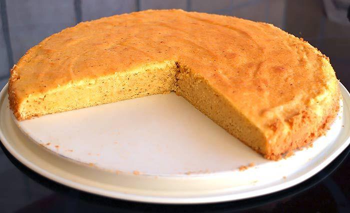 Fluffiger Low Carb Biskuitboden. Schnell zubereitet, sehr locker und vielfältig einsetzbar (z.B. für Obstkuchen, Torten oder als Basis für Muffins).
