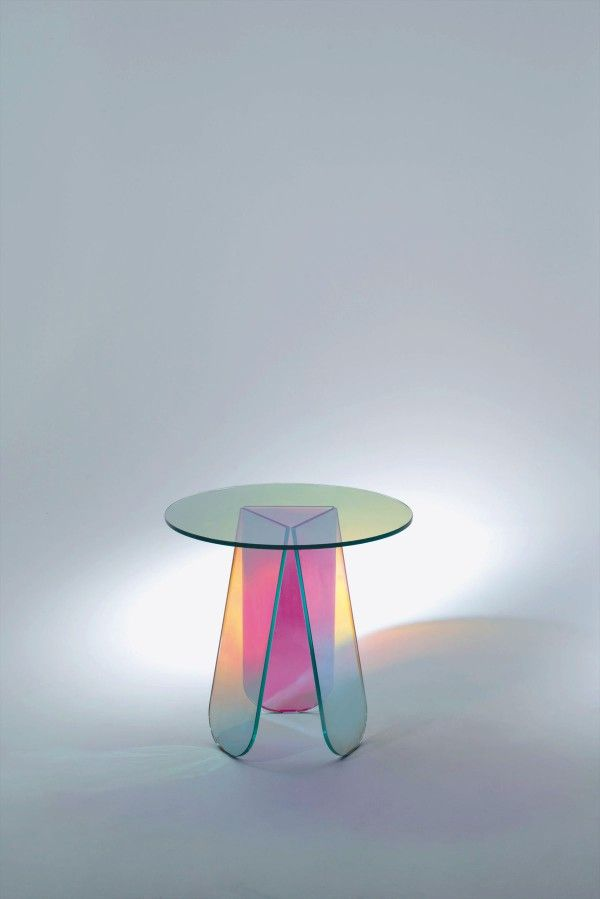 Light and glass are intertwined matter, and Glas Italia plays with this alchemy in its modern glass furniture. Founded by the Arosio family in Brianza, Italy, the company specialises in producing large crystal plates and invented a technique to make colored, mirrored versions of them.