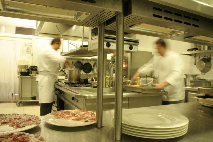 ¡Buenos días! Conoce nuestra cocina y nuestros cocineros Juan Miguel Palacios y Manuel Espada kcy.me/wxtj #Caceres