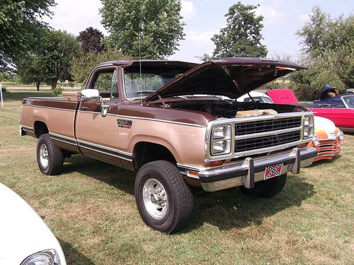 dodge pickup 39 s 1970 39 71 with 1972 1993 a collection. Black Bedroom Furniture Sets. Home Design Ideas