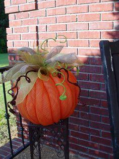 Tutorial for Deco Mesh Pumpkin (not a door hanger half pumpkin) Love IT!