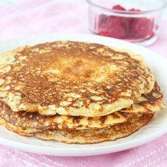 1 dl havregryn (mixas eller mortlas till mjöl) 3 ägg 1 nypa salt ½ tsk bakpulver 2 dl kvarg