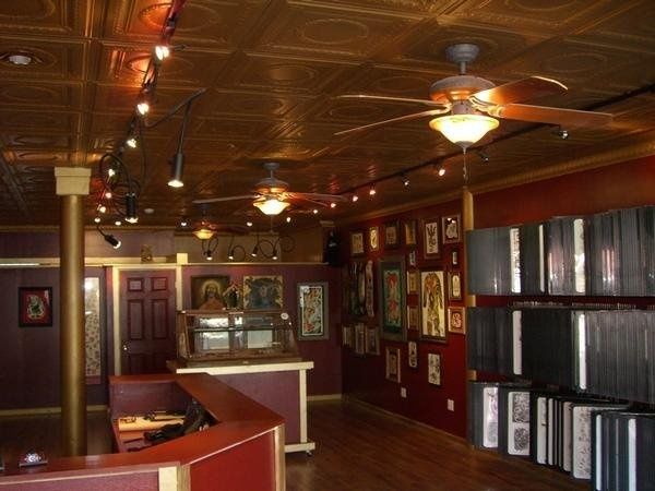 Tattoo shop interior of tattoo pinterest tattoo shop for Tattoo shop design