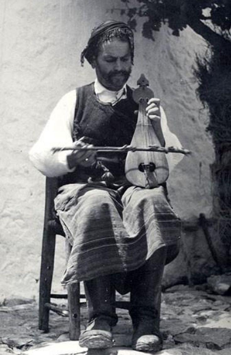 Λυράρης στα Ανώγεια, 1939