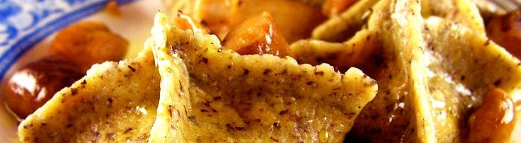 Ricetta ravioli di grano saraceno ripieni di polenta e puzzone. Per la ricetta di oggi ho pensato ad una cosetta un po' elaborata: ravioli di grano saraceno