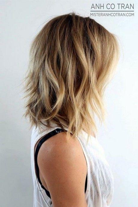 Fotos von schulterlangen Haarschnitten