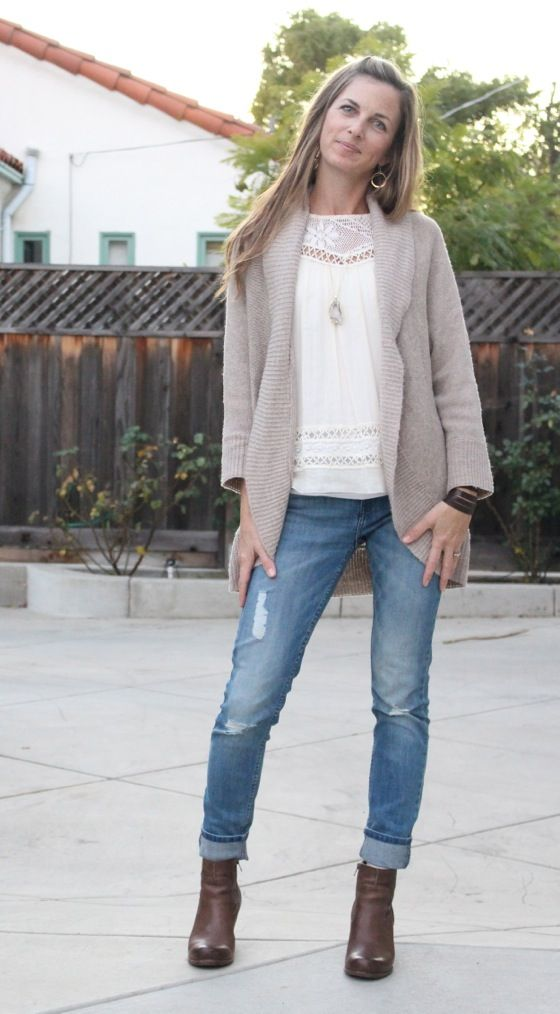 what i wore at the pleated poppy - boho top with distressed skinny jeans, wedge booties and gold accessories