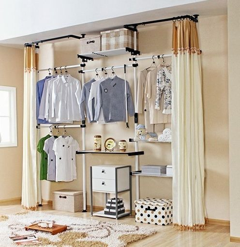 Wardrobe with curtain dressing room in a tiny apartment - Armarios espacios pequenos ...