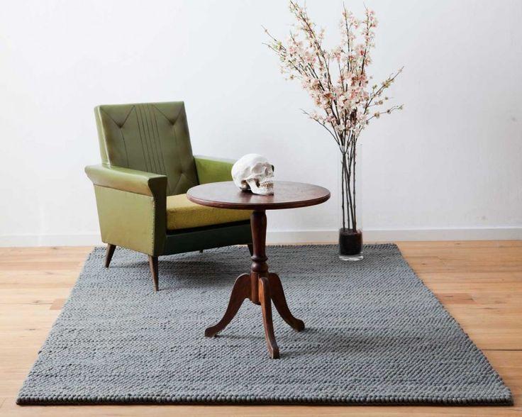 Indische Sukhi-Teppiche werden aus Wolle und Garn von höchster Qualität gefertigt. Dieser Aarush Teppich mit graue Farbe macht das Zimmer elegant und klassisch. Hier ist Ihr Aarush Teppich: http://www.sukhi.de/rechteckig-aarush-wollschlingteppiche.html
