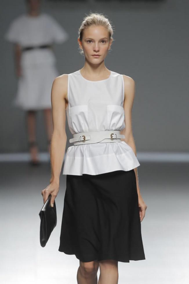 El blanco y negro conjuntados se veian mucho en la MFW, y nos avisan de que estos colores van a ser un must en primavera 2013